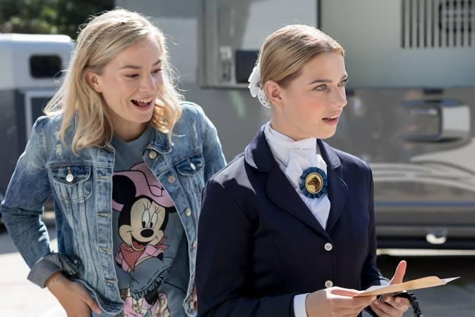 Sterre Koning (Angela (jong)) en Richelle Plantinga (Megan (jong))