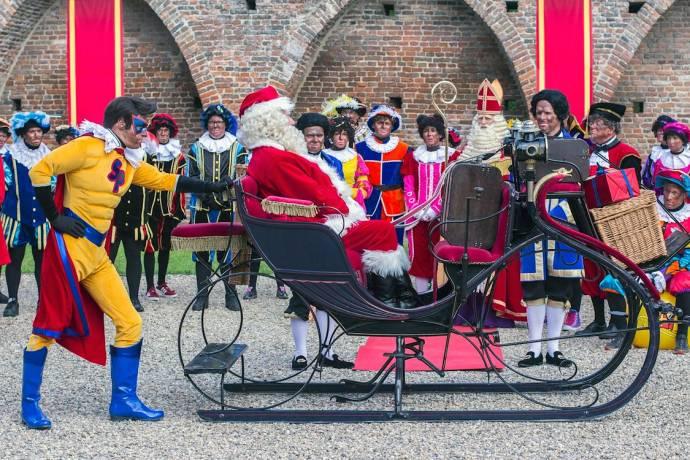 Vic de Wachter (Kerstman), Wilbert Gieske (Sinterklaas), Beryl van Praag (Testpiet), Piet van der Pas (Profpiet), Wim Schluter (Muziekpiet), Soy Kroon (Juniorpiet) en Anouk de Pater (Danspiet)