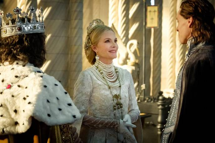 Michelle Pfeiffer (Queen Ingrith)