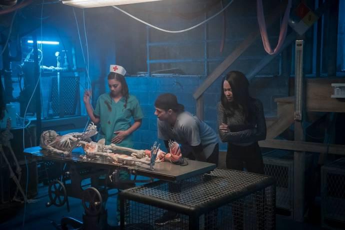 Shazi Raja (Angela), Will Brittain (Nathan) en Lauryn Alisa McClain (Bailey)