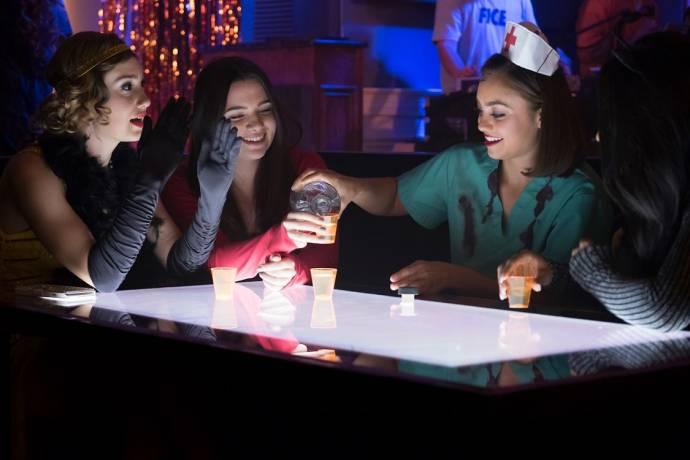 Schuyler Helford (Mallory), Katie Stevens (Harper), Shazi Raja (Angela) en Lauryn Alisa McClain (Bailey)