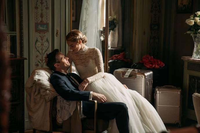 Adam Brody (Daniel Le Domas) en Samara Weaving (Grace) in Ready or Not