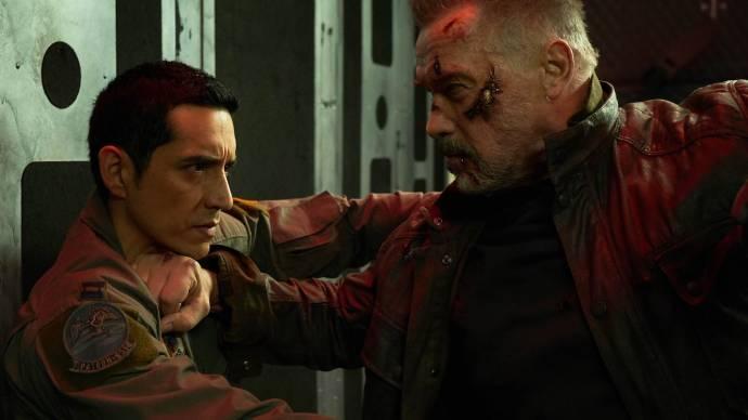 Gabriel Luna (Terminator) en Arnold Schwarzenegger (The Terminator)