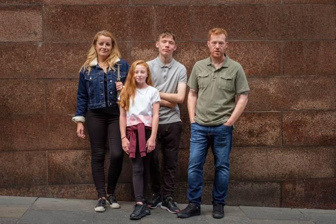 Debbie Honeywood (Abbie Turner), Katie Proctor (Lisa Jane Turner), Rhys Stone (Sebastian 'Seb' Turner) en Kris Hitchen (Ricky Turner)