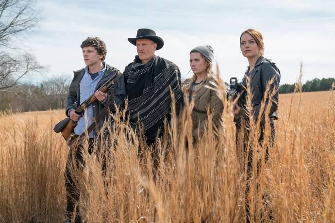 Jesse Eisenberg (Columbus), Woody Harrelson (Tallahassee), Abigail Breslin (Little Rock) en Emma Stone (Wichita)