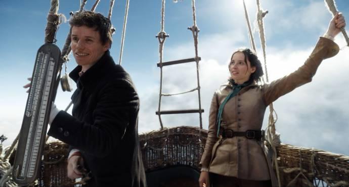 Eddie Redmayne (James Glaisher) en Felicity Jones (Amelia Wren)
