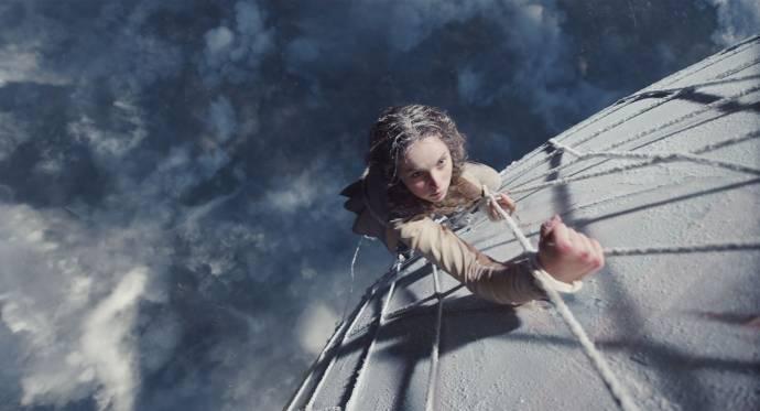 Felicity Jones (Amelia Wren)