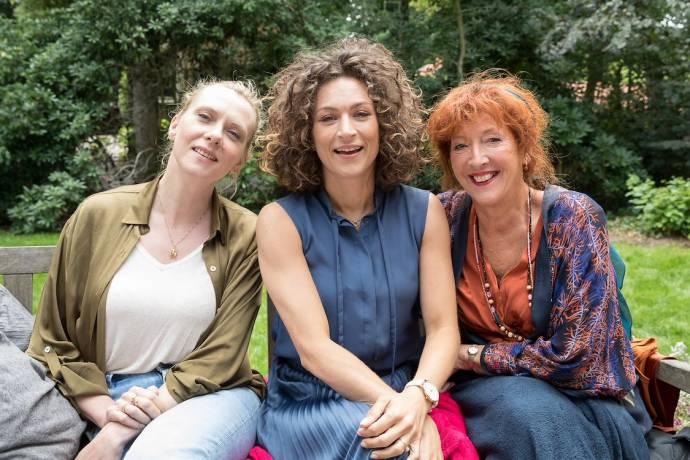 Jelka van Houten (Marjolein), Eva van de Wijdeven (Gijsje) en Loes Luca (Loes)