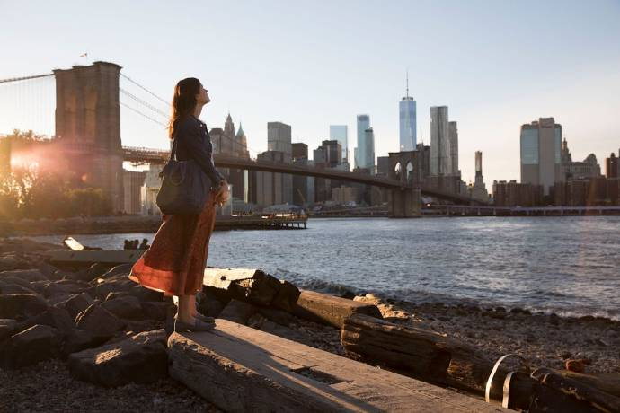 Alexandra Daddario (Emma Corrigan)