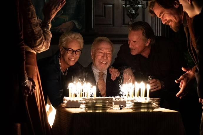 Jamie Lee Curtis (Linda Drysdale), Christopher Plummer (Harlan Thrombey) en Don Johnson (Richard Drysdale)