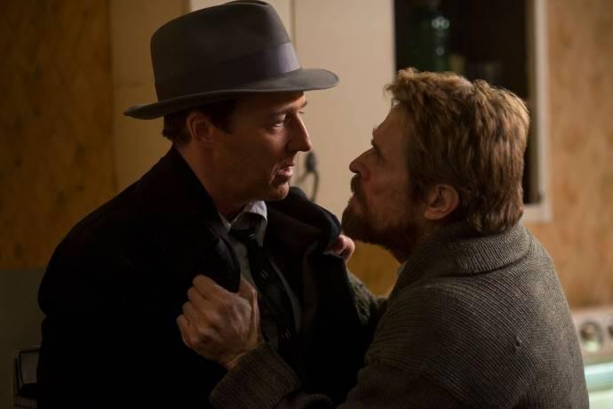 Edward Norton (Lionel Essrog) en Willem Dafoe (Paul Randolph) in Motherless Brooklyn