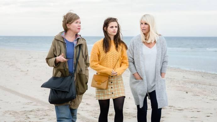 Tjitske Reidinga (June), Elise Schaap (May) en Linda de Mol (April)