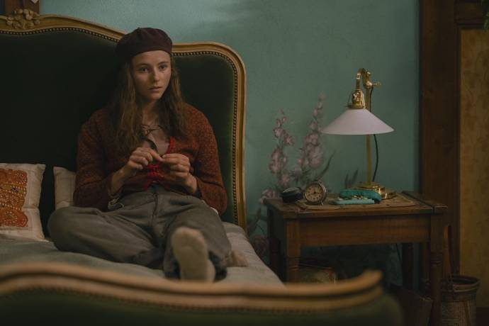 Thomasin McKenzie (Elsa)