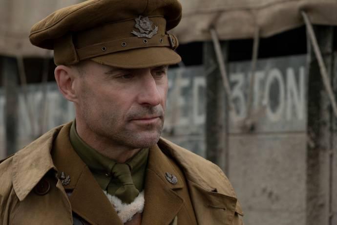 Mark Strong (Captain Smith)