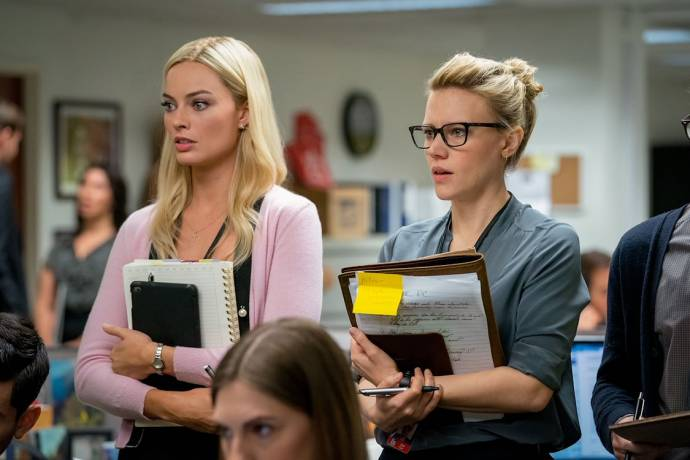 Margot Robbie (Kayla Pospisil) en Kate McKinnon (Jess Carr)