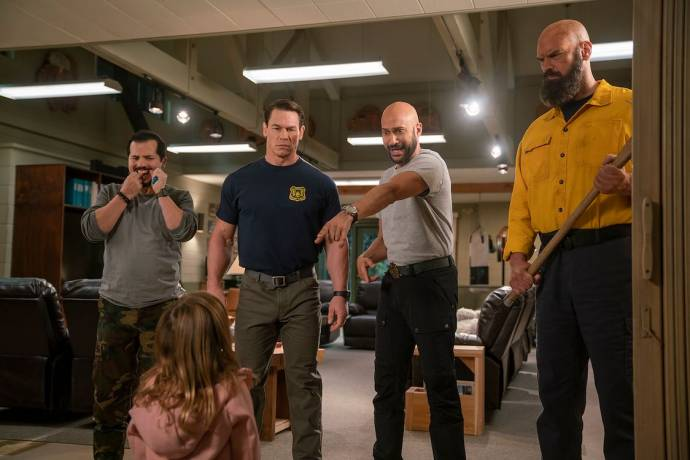 John Leguizamo (Rodrigo), Finley Rose Slater (Zoey), John Cena (Jake Carson), Keegan Michael Key (Mark) en Tyler Mane (Axe)