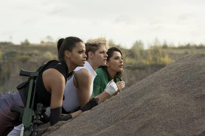 Ella Balinska (Jane Kano), Kristen Stewart (Sabina Wilson) en Naomi Scott (Elena Houghlin)