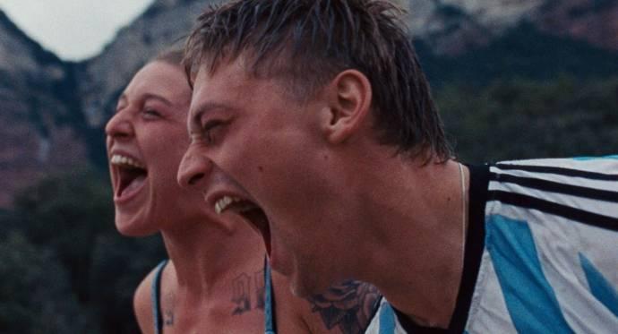 Tamar van Waning (Chloe) en Jonas Smulders (Lorenzo) in Paradise drifters