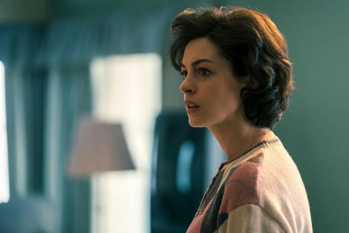 Anne Hathaway (Sarah Bilott)