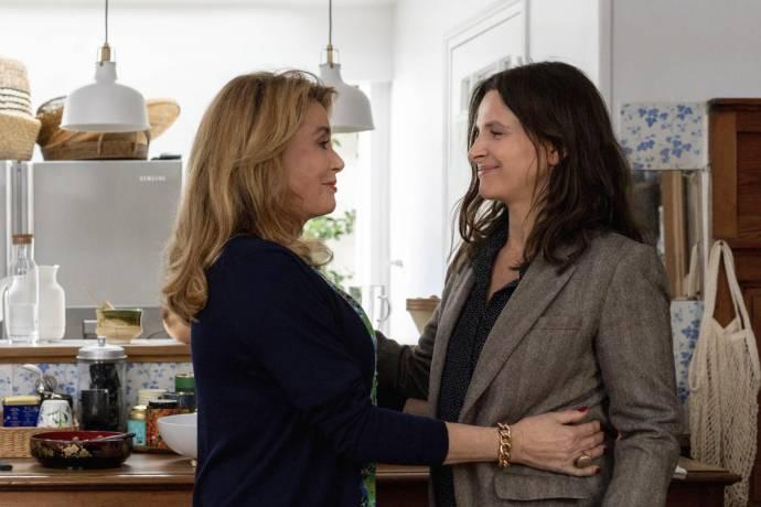 Catherine Deneuve (Fabienne Dangeville) en Juliette Binoche (Lumir) in La Vérité (The Truth)