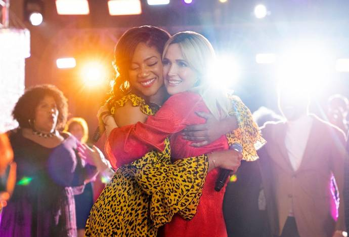 Tiffany Haddish (Mia) en Rose Byrne (Mel Carter)