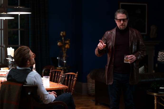 Charlie Hunnam (Ray) en Hugh Grant (Fletcher)