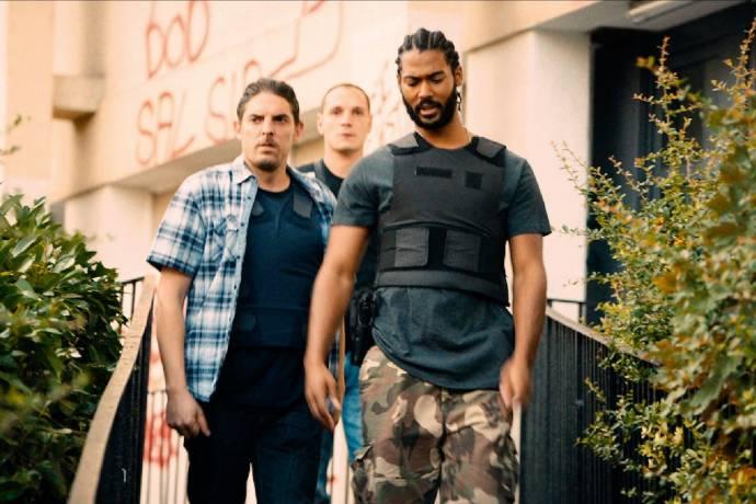 Alexis Manenti (Chris), Damien Bonnard (Brigadier Stéphane Ruiz, dit Pento) en Djibril Zonga (Gwada)