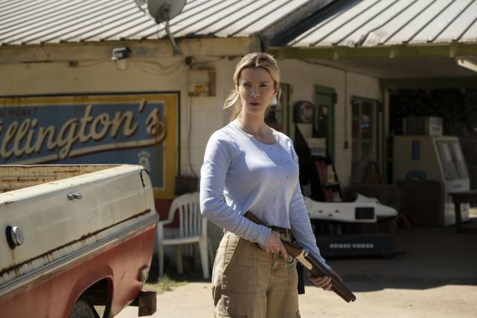 Betty Gilpin (Crystal) in The Hunt