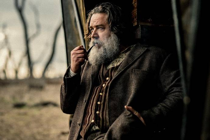 Russell Crowe (Harry Power) in True History of the Kelly Gang
