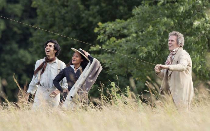 Dev Patel (David Copperfield), Rosalind Eleazar (Agnes) en Hugh Laurie (Mr. Dick)