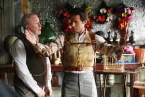 Michael Caine (Cutter) en Hugh Jackman (Robert Angier)