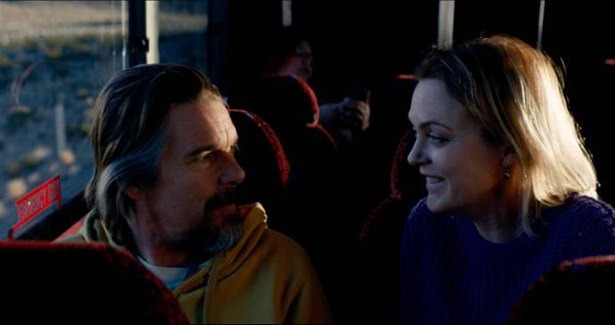 Ethan Hawke (Russell Millings) en Elaine Hendrix (Diane Spring)