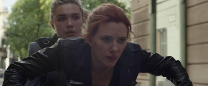 Florence Pugh (Yelena Belova) en Scarlett Johansson (Natasha Romanoff / Black Widow) in Black Widow 3D