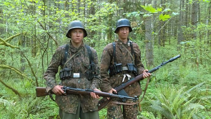 T.J. Brossard (SS Soldier / German Soldier / Wounded Soldier) en Sage Anthony (German Soldier)