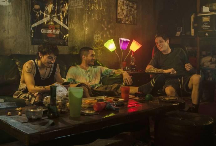 Ricky Velez, Moises Arias en Pete Davidson (Tyler) in The King of Staten Island