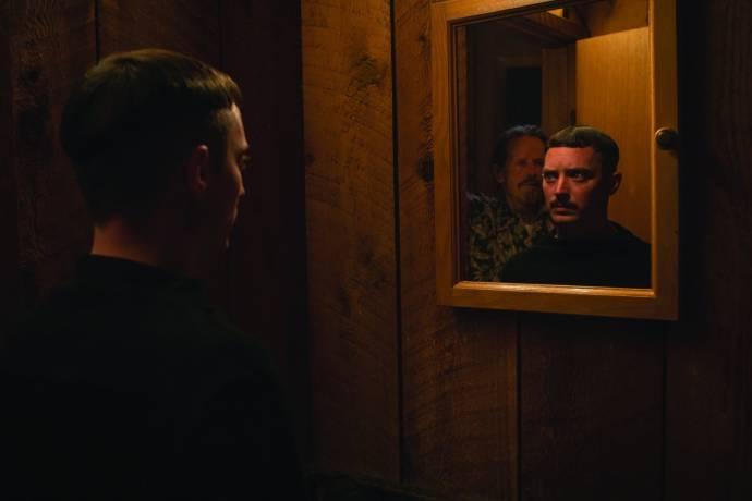Elijah Wood (Norval Greenwood) en Stephen McHattie (Gordon)