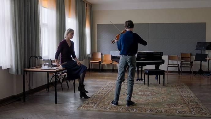 Nina Hoss (Anna Bronsky) en Ilja Monti (Alexander)