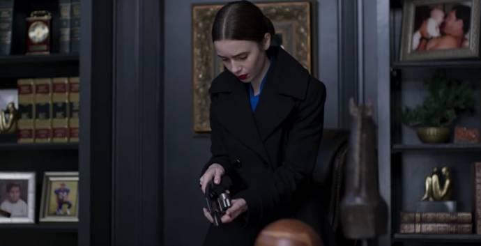 Lily Collins (Lauren Monroe)