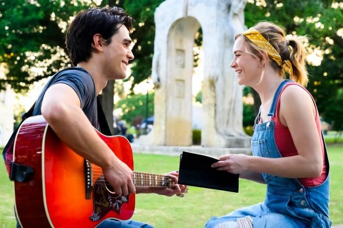 K.J. Apa (Jeremy Camp) en Brittany Robertson (Melissa Henning)