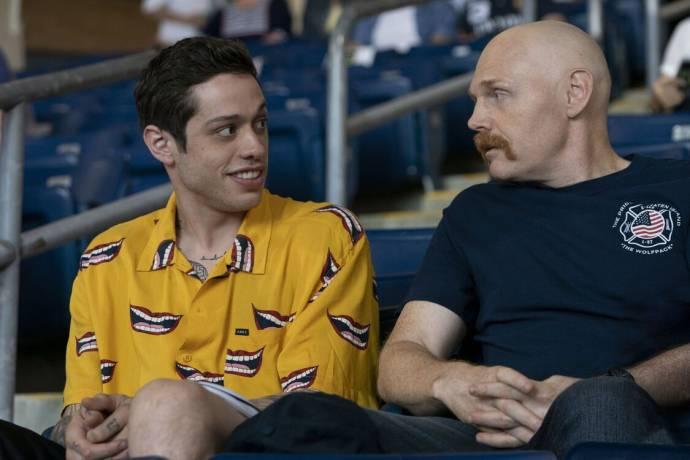 Pete Davidson (Tyler) en Bill Burr in The King of Staten Island