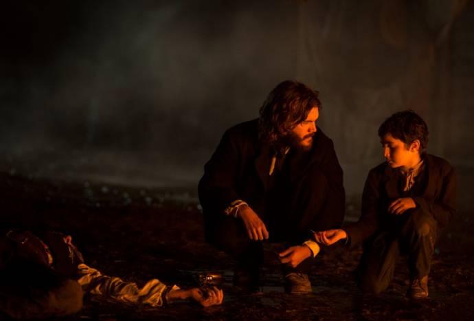 Emile Hirsch (Patrick Tate) en Quinn Topper Marcus (Thomas Tate)