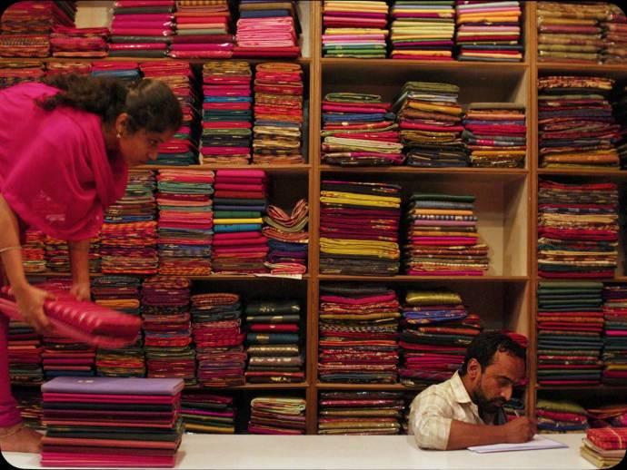 Niveditha (Co-worker) en Valavane Koumarane (Nasir)