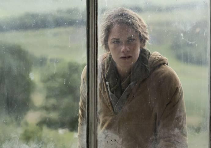 Ruth Wilson (Alice)