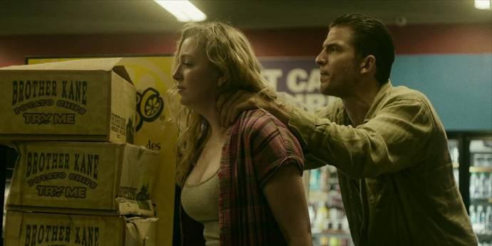 Sara Lynn Herman (Woman in Store (as Sara Lynn Holbrook)) en Shea Buckner (Jamie)