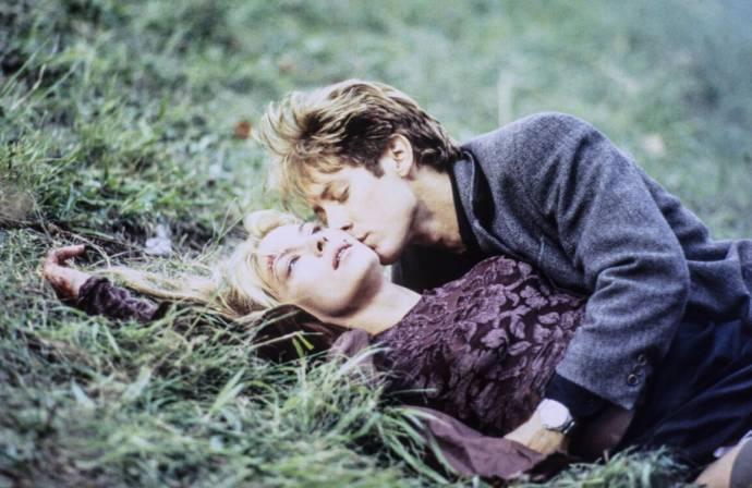 Deborah Kara Unger (Catherine Ballard) en James Spader (James Ballard)