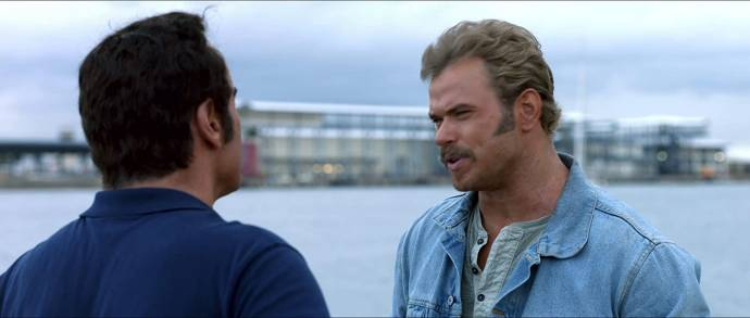 John Travolta (Ben Aronoff) en Kellan Lutz (Robbie Reemer)