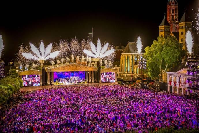 André Rieu: Magical Maastricht, Verbonden door Muziek filmstill