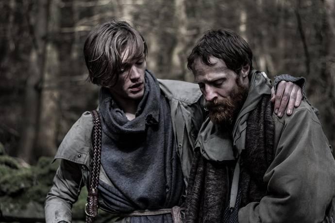 Harry Davies (Boy) en Adam Howes (Man)