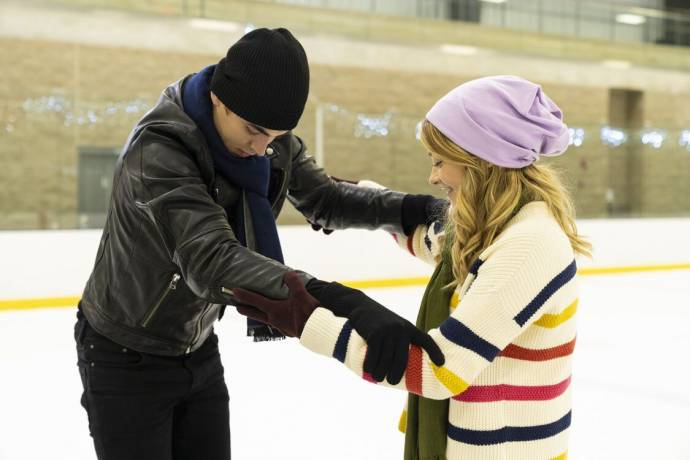 Hero Fiennes-Tiffin (Hardin Scott) en Josephine Langford (Tessa Young)