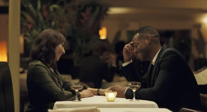 Rashida Jones (Laura) en Marlon Wayans (Dean)